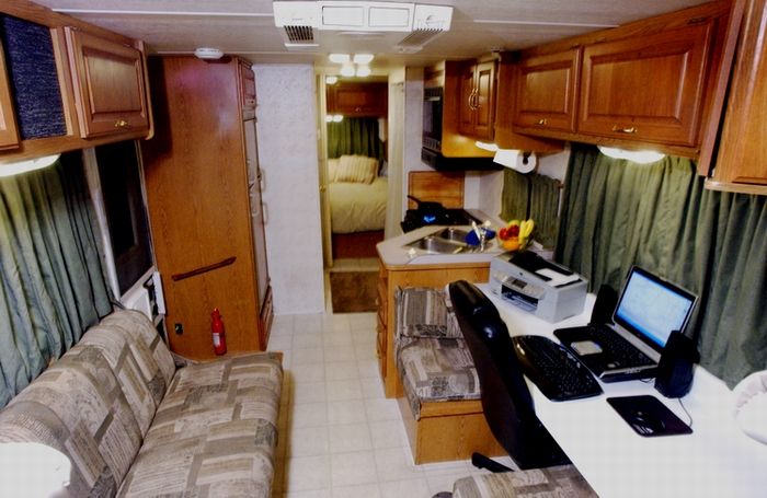 MOTOR HOME Home And Office On Wheels U2013 28 Ft. Four Winds Production Office     Second Unit Support